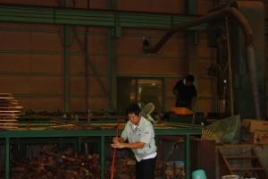 伊藤と製材士の鈴木さんも清掃中