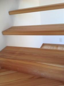 杉無垢ストリップ階段