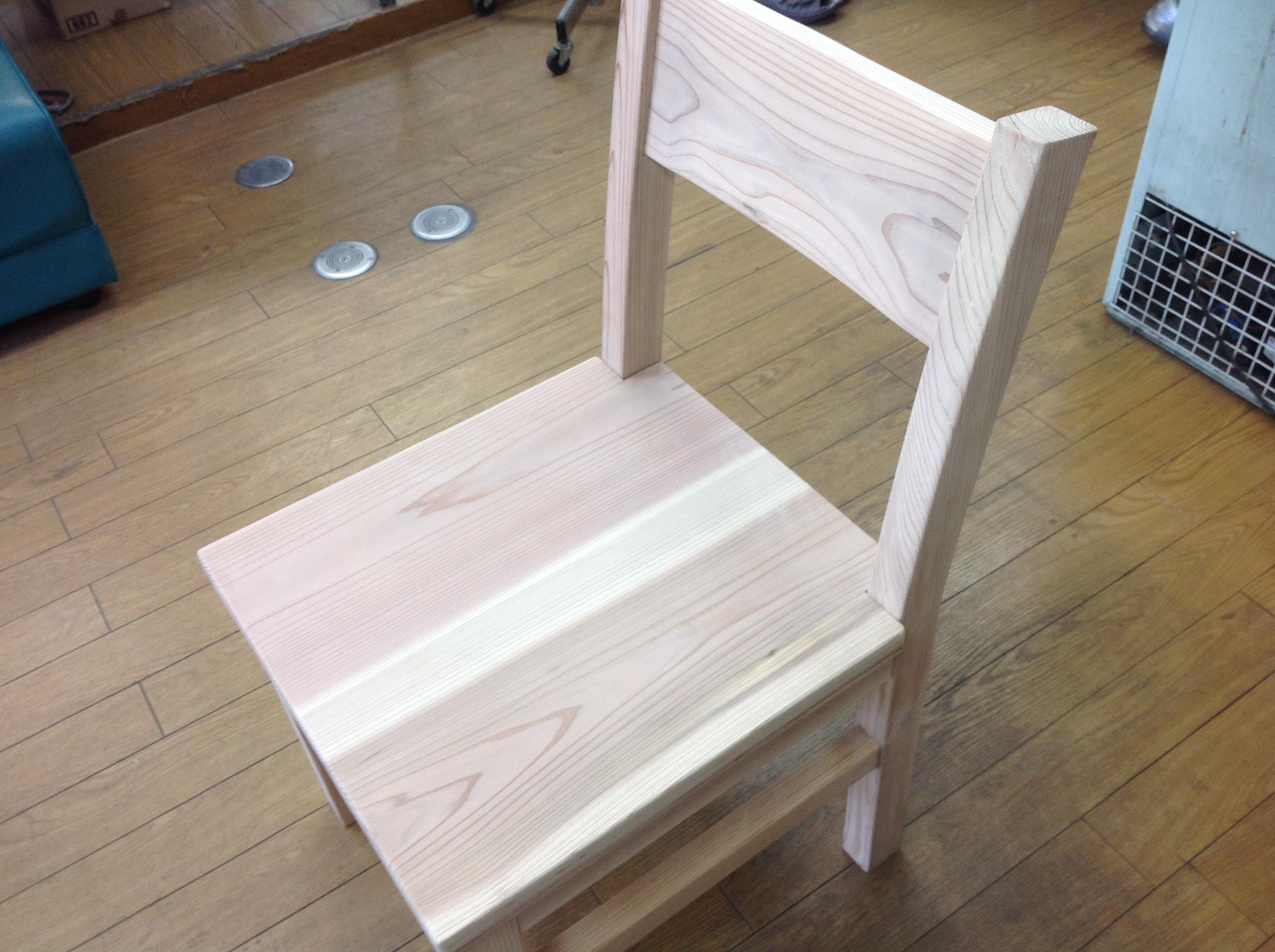 三河スギで椅子作り